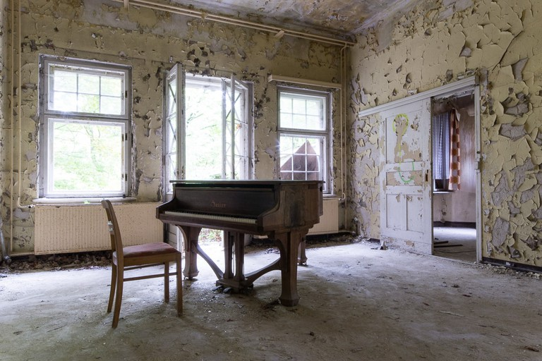 Abandoned Berlin – Lonely Piano