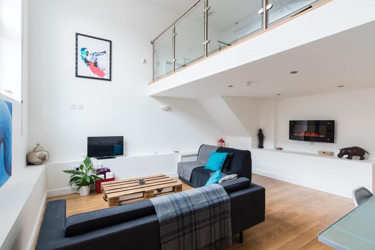 Luxury Loft Apartment-001