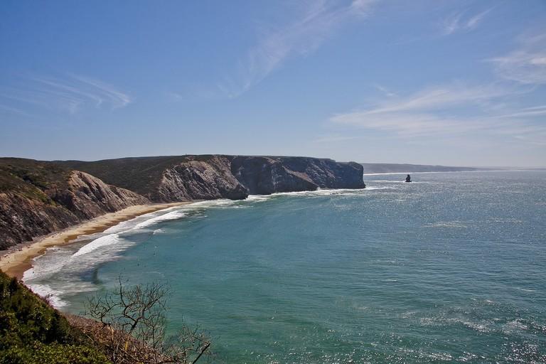 https://pixabay.com/en/portugal-coast-nature-sea-rock-2592271/