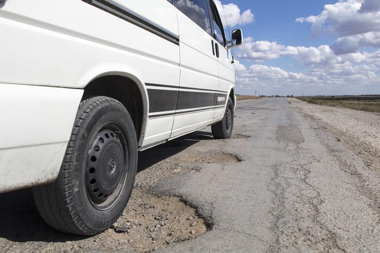 pothole-1703340_1920
