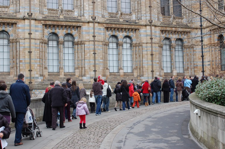 Queue at the Natural History Museum, South Kensington | © Jeremy Tarling/Flickr