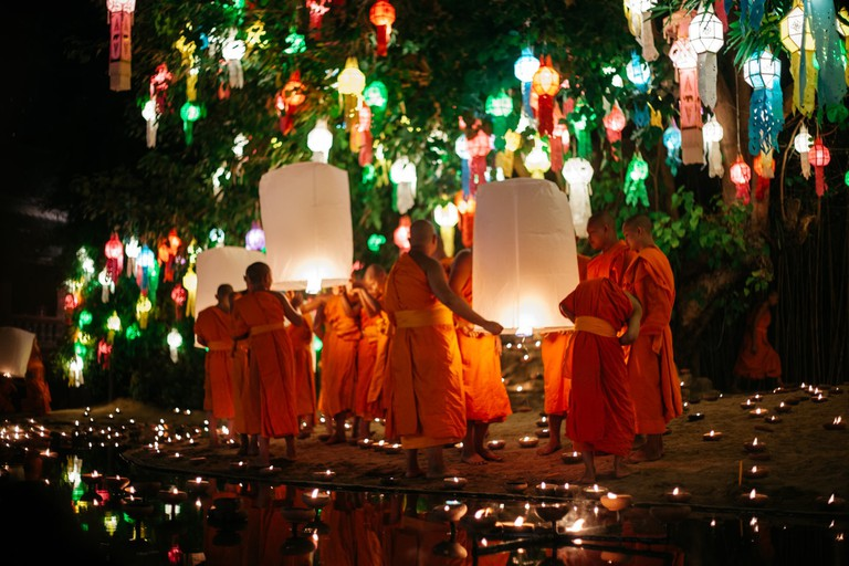 Monks gather to release khom loy