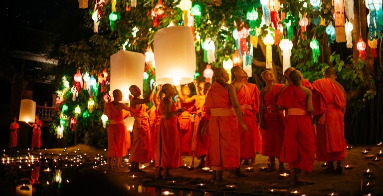 Monks watch was the Khom Loy float into the moon-lit sky