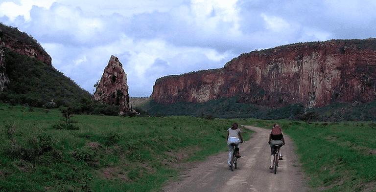 Biking through Hells Gate | © Mark Skipper / Flickr