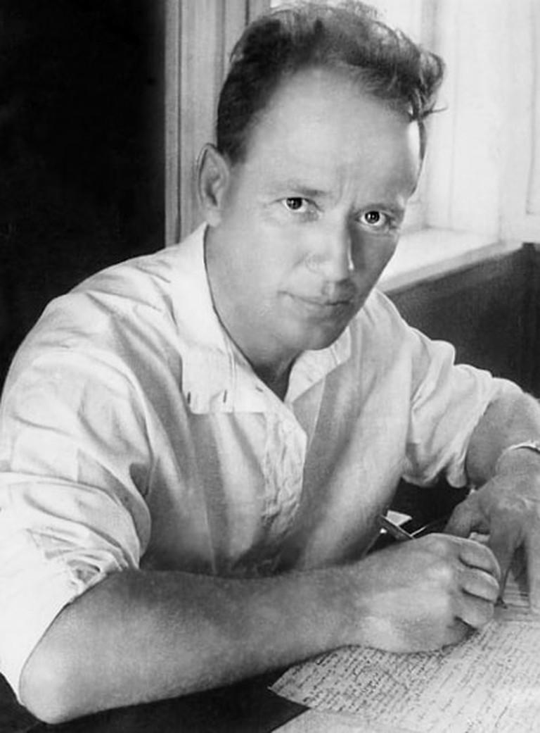 https://en.wikipedia.org/wiki/Mikhail_Sholokhov#/media/File:Sholokhov-1938.jpg