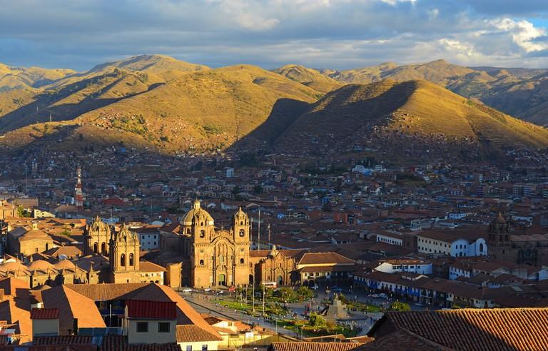 shutterstock_412736440 https://www.shutterstock.com/es/image-photo/aerial-view-main-square-cusco-peru-412736440?src=SQq8uEWDhWd1J00mOeK1FQ-2-68