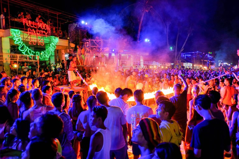 Crowds gather by a flaming skipping rope challenge on Phangan Island, Thailand | © PinntoSlothbear / Shutterstock