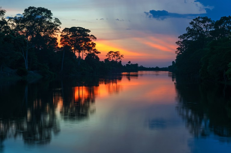 shutterstock_580908607 https://www.shutterstock.com/es/image-photo/sunset-along-banks-amazon-river-tributaries-580908607?src=SQq8uEWDhWd1J00mOeK1FQ-1-32