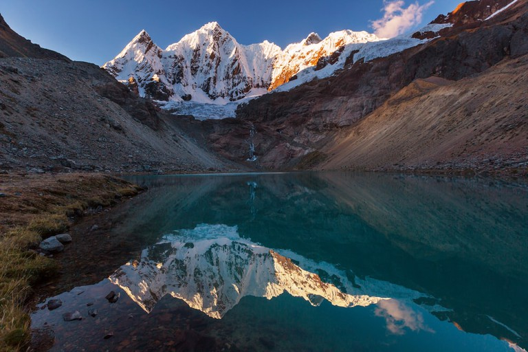 shutterstock_700537264 https://www.shutterstock.com/es/image-photo/beautiful-mountains-landscapes-cordillera-huayhuash-peru-700537264?src=SQq8uEWDhWd1J00mOeK1FQ-5-16