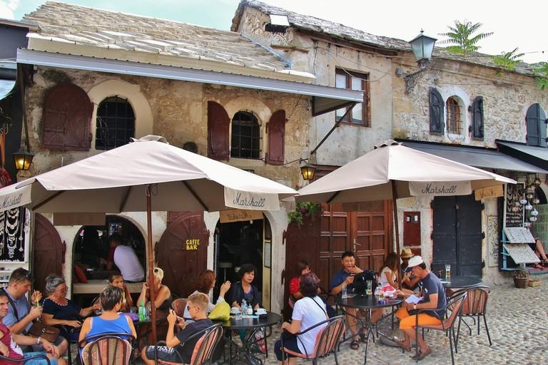 Locals and tourists in a café in Mostar | © Uta Scholl/Shutterstock