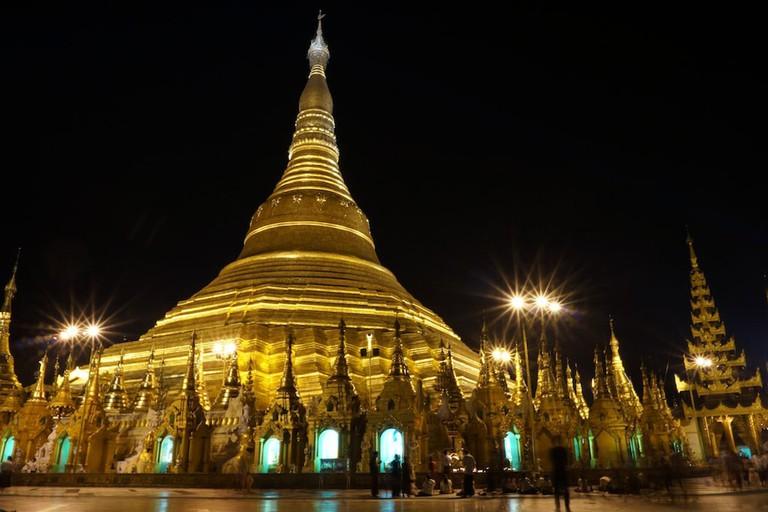 Shwedagon-Pagoda-at-Night