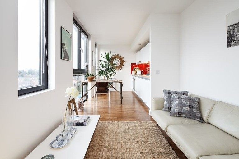 Stylish Canal-Side Central Apartment