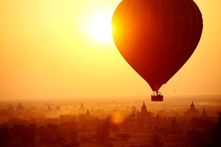 Hot-Air-Balloon-at-Sunrise-in-Bagan