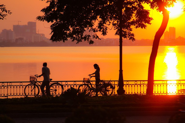 Picture-perfect romance at West Lake in Hanoi