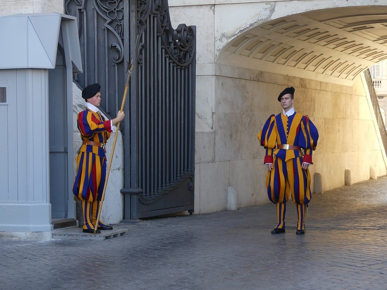 swiss-guard-2907959_1280(1)