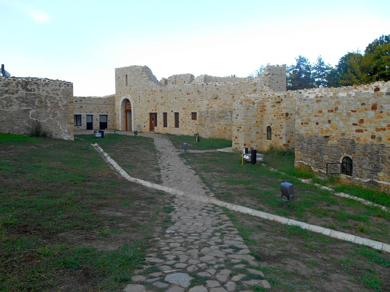 the-fortress-of-suceava-2106720_1920