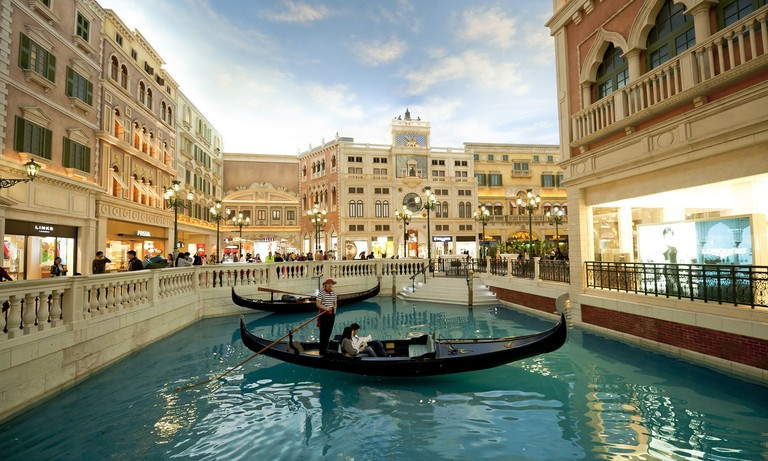 Styled on the famous Italian city of Venice, the Venetian Maca has its own indoor canals and gondolas
