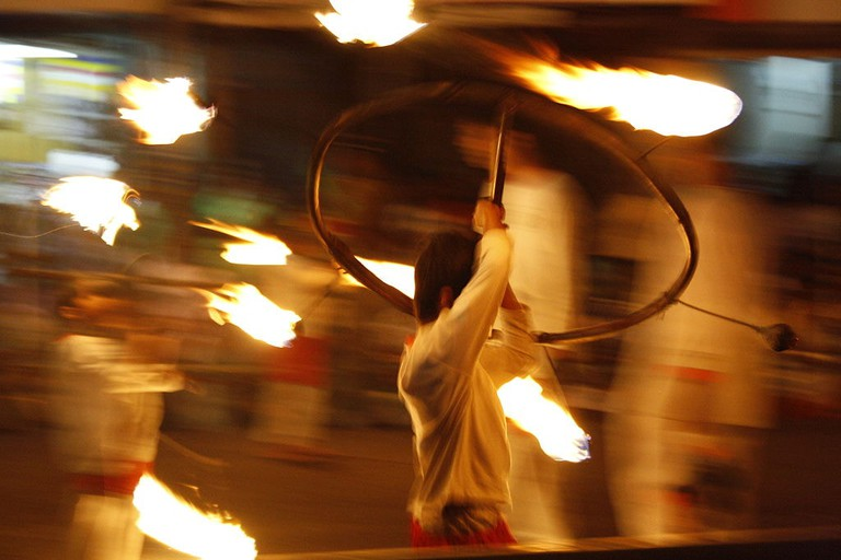 Wheel_on_Fire_at_Kandy_Esala_Perahera