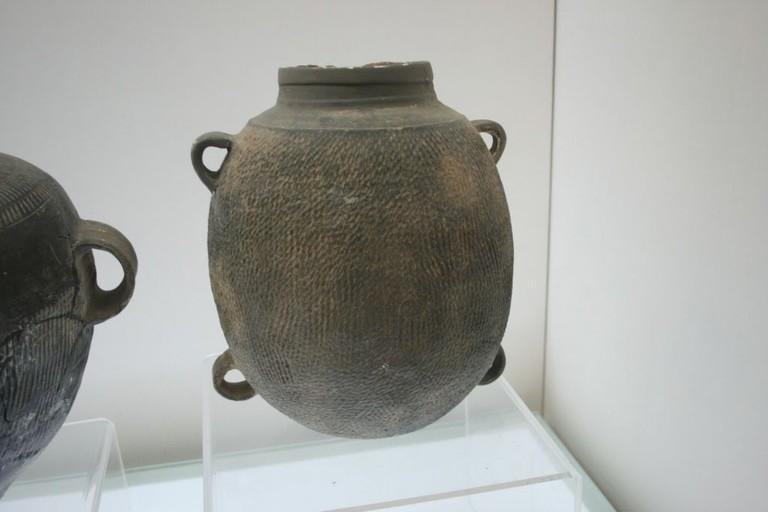 Xia_Dynasty_pottery_jar_2
