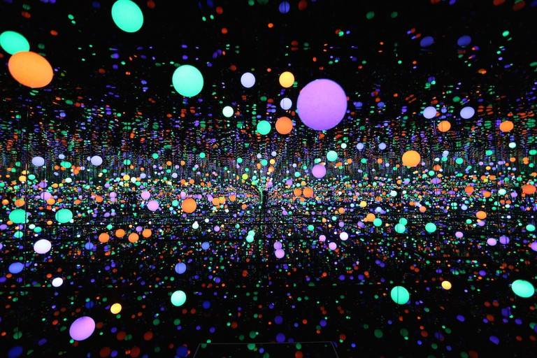 Yayoi Kusama - Infinity Mirrored Room - Brilliance of the Souls - 2014 (1)