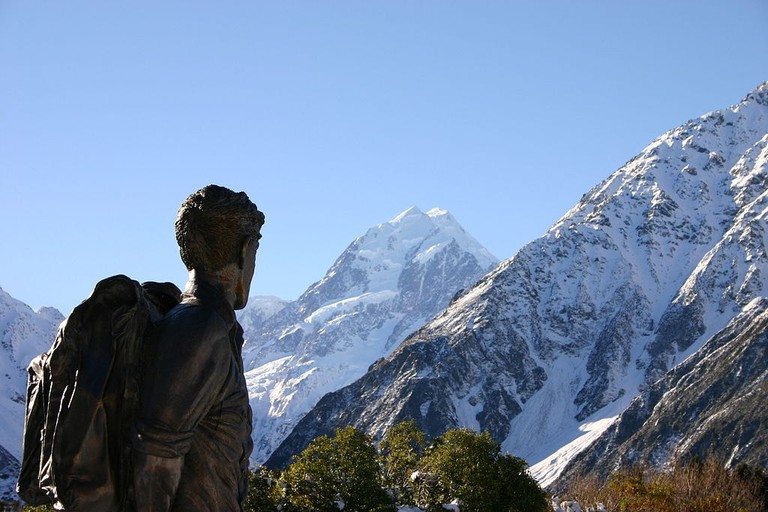 Statue of Sir Edmund Hillary near Aoraki/Mount Cook, New Zealand