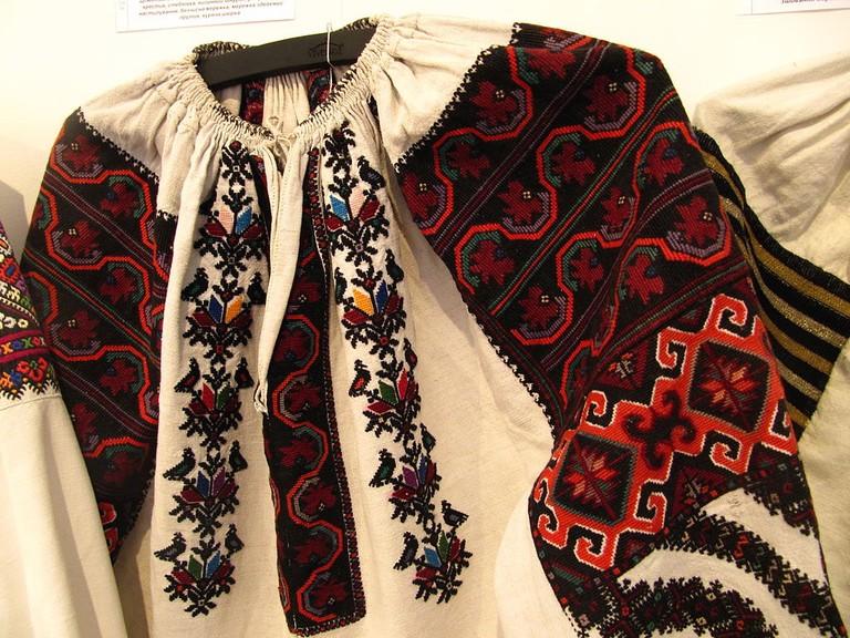 1024px-Ivan_Honchar_museum_vyshyvanka_03