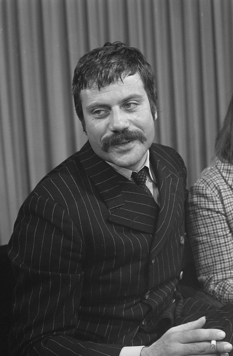 1024px-Oliver_Reed_1968