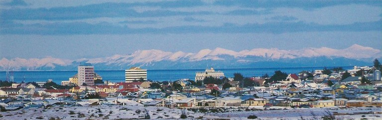 https://commons.wikimedia.org/wiki/File:Punta_Arenas_-_vista_panor%C3%A1mica.jpg