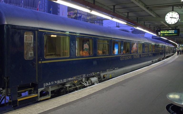 1280px-Blå_tåget