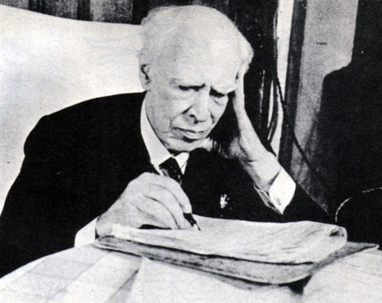 https://upload.wikimedia.org/wikipedia/commons/thumb/9/92/Konstantin_Stanislavski_in_1938.jpg/1280px-Konstantin_Stanislavski_in_1938.jpg
