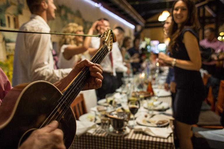 Food and fun at Belgrade's famous Dva Jelena | © Dva Jelena/Facebook