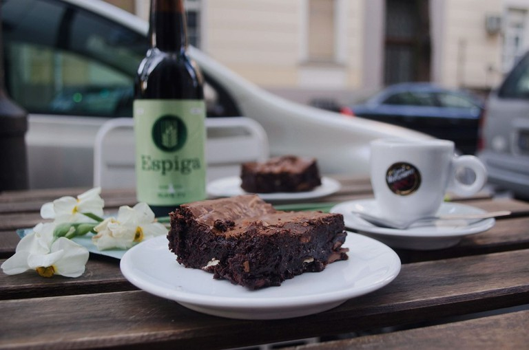 Beer, coffee and cakes at Meduza in Dorćol