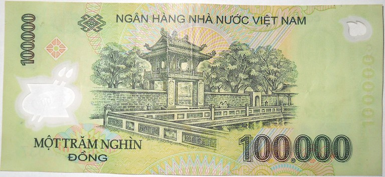 Polymer 100,000 VND banknote | © DAVID HOLT/Flickr