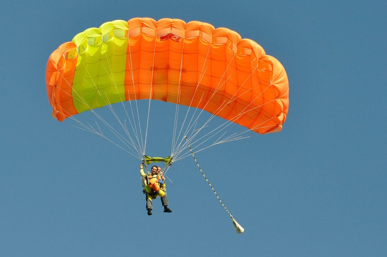 Veranzio's parachute in modern-day use | © Christophe Pelletier/Flickr