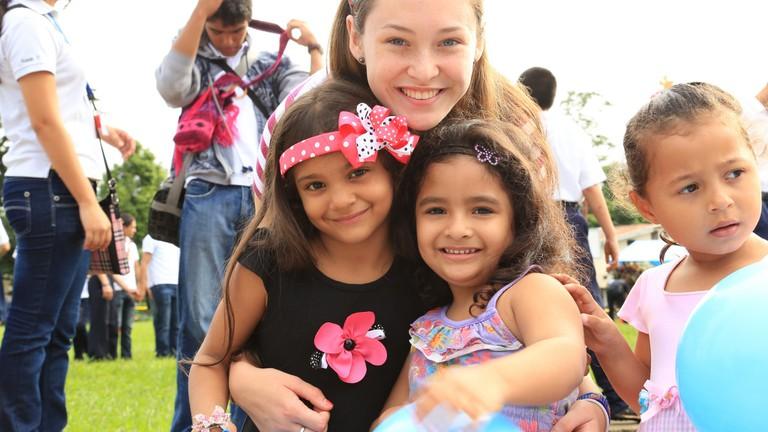 Volunteering for Panamanian children│