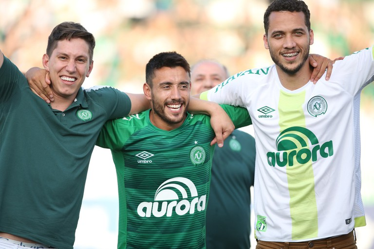 Jakson Follmann, Alan Ruschel, and Neto celebrate Chapecoense's win