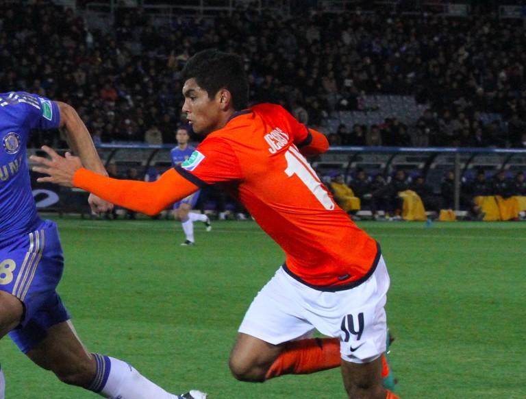 César_Azpilicueta_vs_Jesús_Manuel_Corona,_2012_FIFA_Club_World_Cup