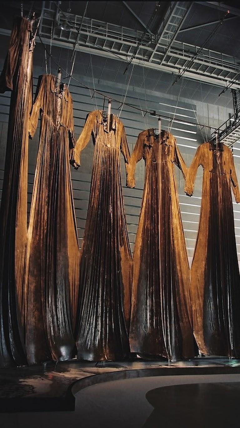 Chiharu Shiota, Installation view of Memory of Skin, 2001 at Yokohama Triennale