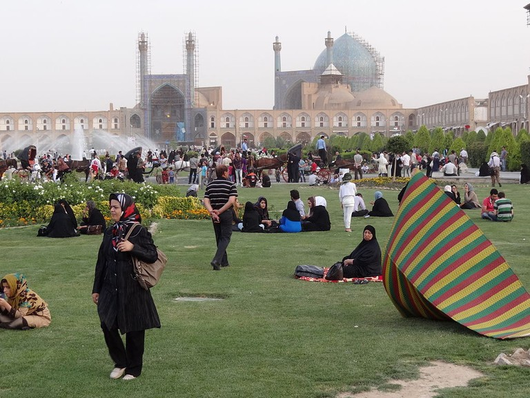 Evening_Scene_in_Imam_Square_(Naqsh-e_Jahan)_-_Isfahan_-_Central_Iran_(7453779894)