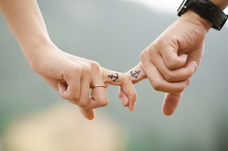 hands-437968-min