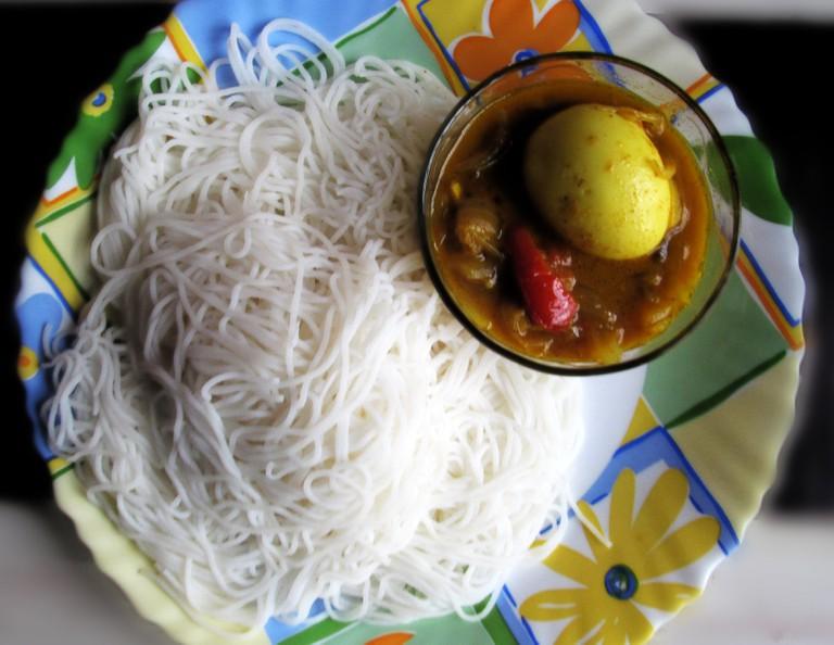 Idiyappam_with_Egg