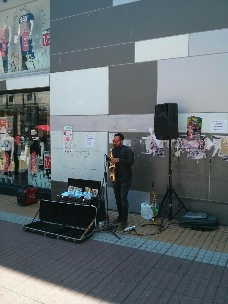 Sax player in Antofagasta