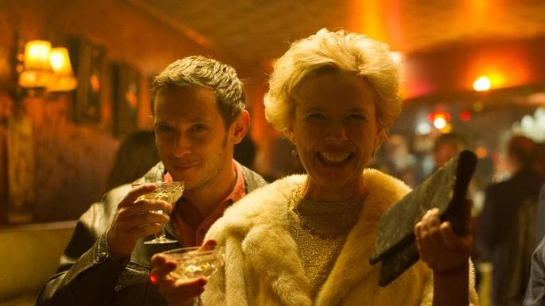 Gloria (Annette Bening) is acclaimed as a stage actress in England; with Jamie Bell