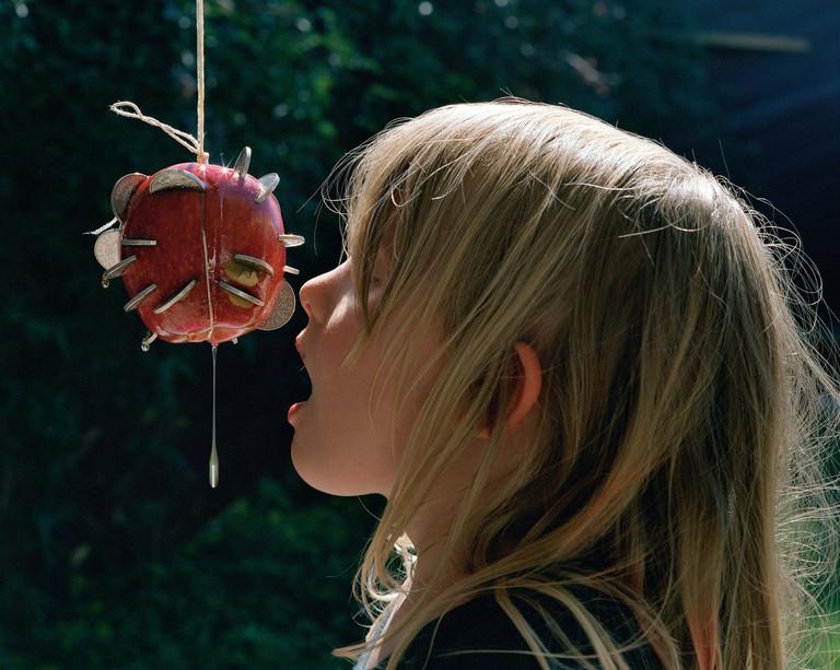 Torbjørn Rødland, Apple, 2006