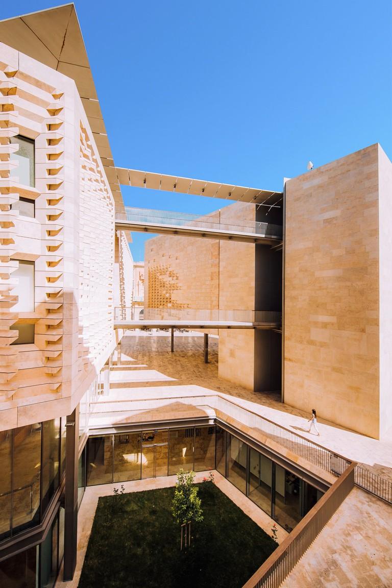 rsz_renzo_piano_designed_parliament_house_valletta