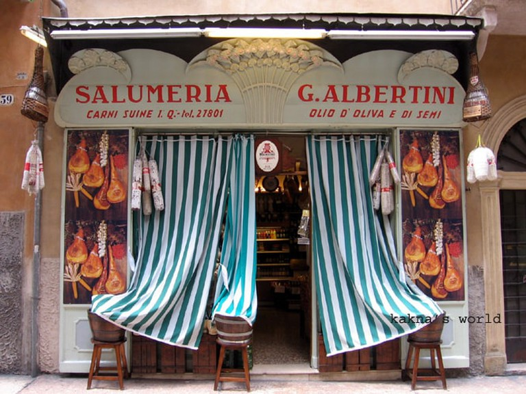 Traditional Salumeria in Verona | © Kakna's world/Flickr