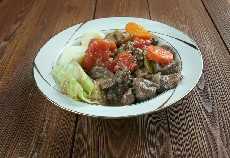 Pot meat with vegetables | © Fanfo/Shutterstock