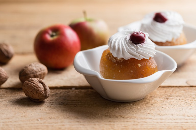 Bosnian dessert Tuhafija | © Melica/Shutterstock