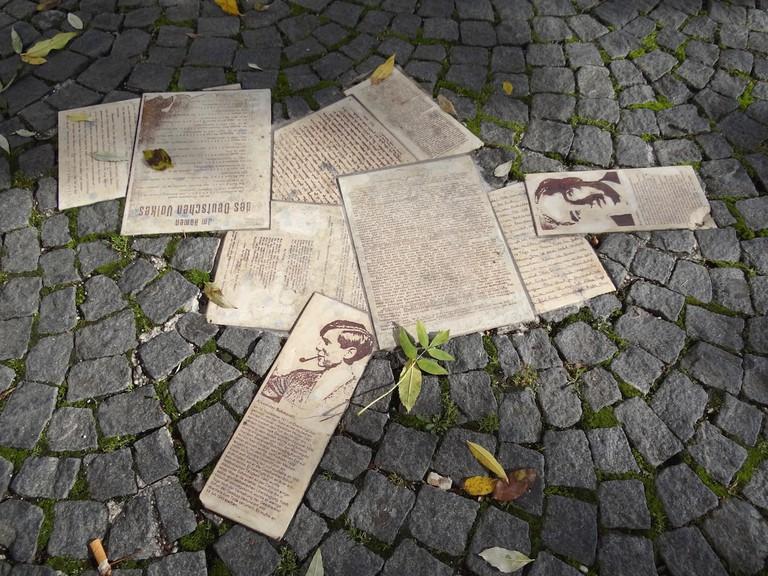 White_Rose_Movement_Public_Memorial_-_Geschwister-Scholl-Platz_-_Ludwig-Maximilians-Universitat_-_Munich_-_Germany_-_01