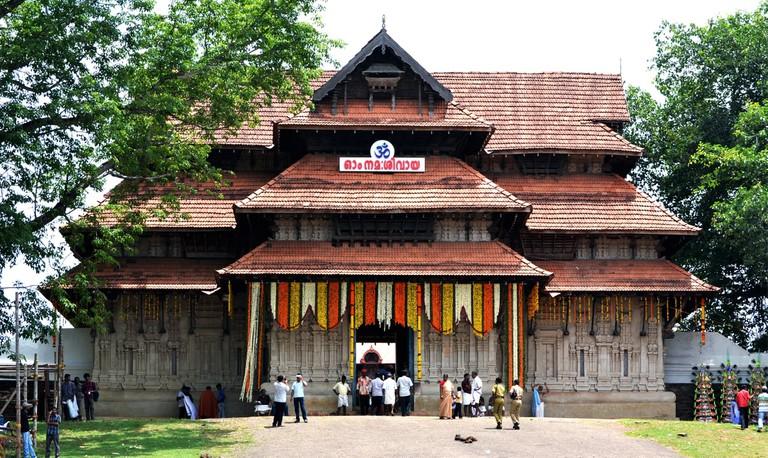 1.vadakkunnathan_temple_